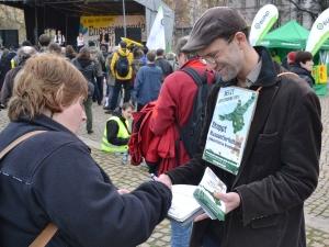 Unterschriftensammlung auf der Energiewendedemo in Potsdam am 22.03.2014 - Foto: Uwe Hiksch