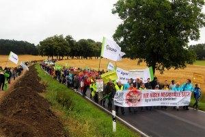 Foto des Protestzuges am 29.06.2014 nach Haßleben
